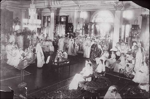 Women gather at a party in Mumbai ( Bombay ) in 1910.