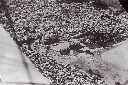 An aerial view of Jama Masjid mosque in Delhi , built between 1650 and 1658.