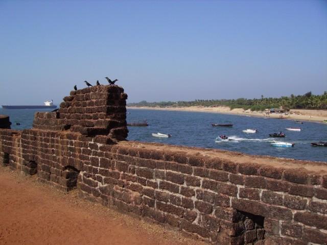 Нижний бастион на пляже, рядом с перестроенной в отель частью