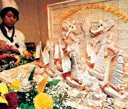 Карвинг пришел в Таиланд из Китая в XIV веке. За многовековую историю резьба по фруктам и овощам перешла в разряд настоящего искусства