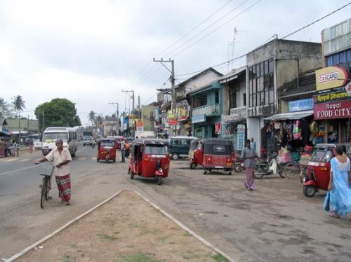 Поселок рядом с отелем