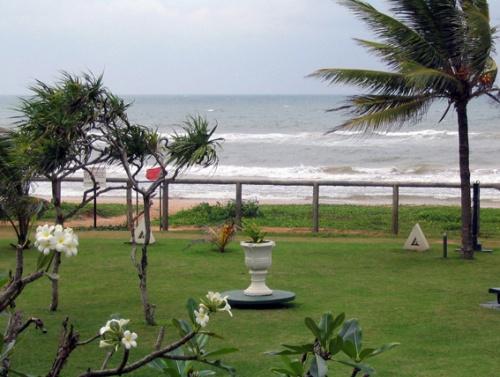 Пляж отеля в плохую погоду :-)