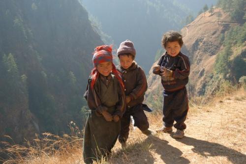 эта троица - тибетские дети