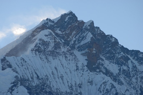 горы, обрамляющие долину