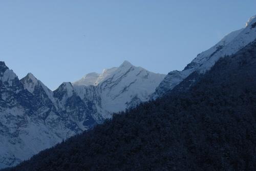 горы вокруг долины