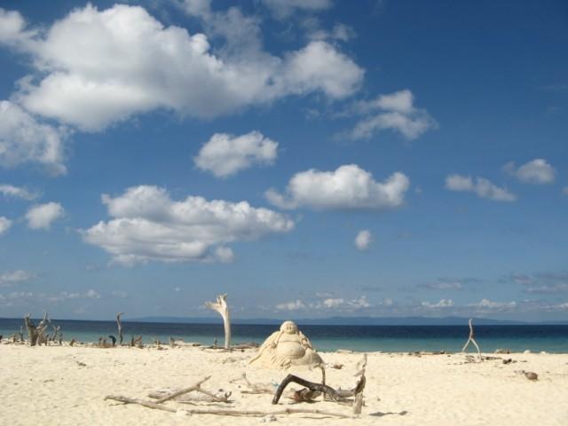 Какие то Foreigners построили на Sunset Point на No.1 эту песочную статую