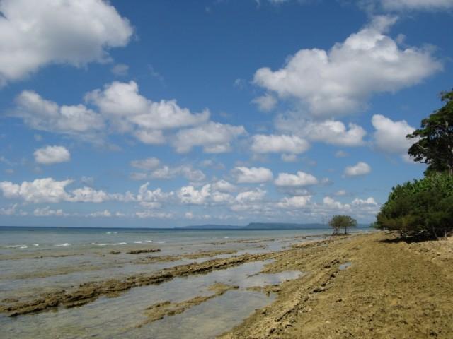 Рифы на западном берегу острова