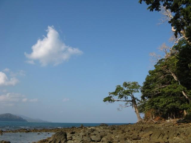 Северный берег мелкого полуострова на северо-востоке острова