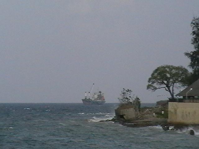 Бухта Port Blair. Подмытый японский бункер на берегу