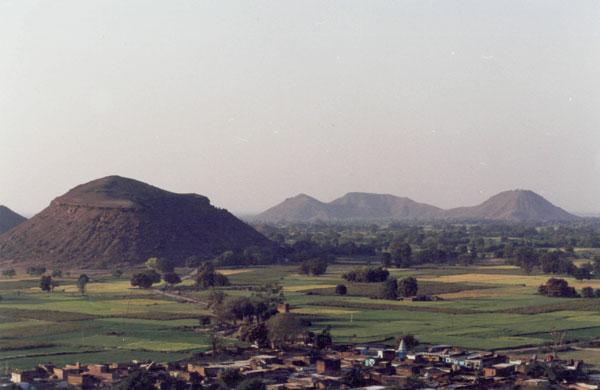 Холмы в районе Читракута