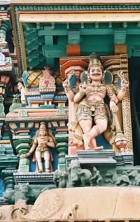 Лукавый Сканда (?) на фасаде Храма