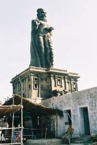 Грандиозный монумент Великому поэту в Каньякумари