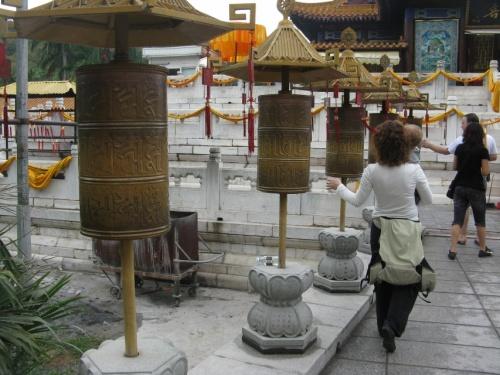 идем в храм Гуаинь