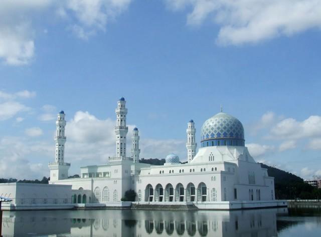 """""""Плавающая"""" мечеть"""