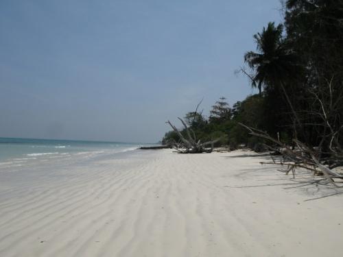 Типичный пляж во время прилива