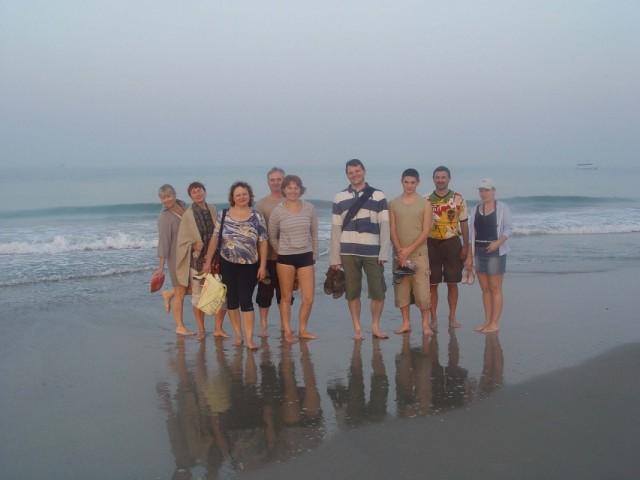 пляж Беталбатим, 6 часов утра, 2 человека за кадром