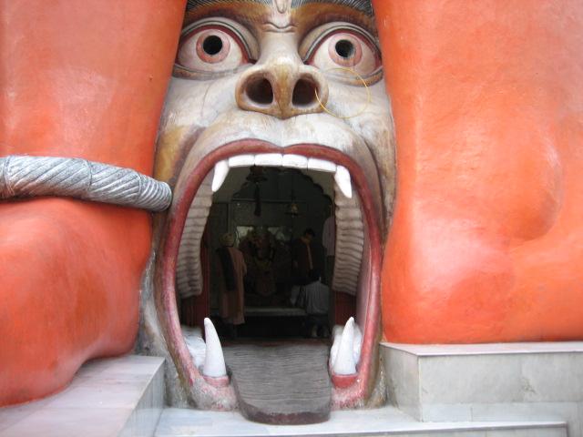 Вход в храм Ханумана