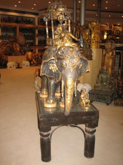 сувенирные магазины Индии похожи на музеи