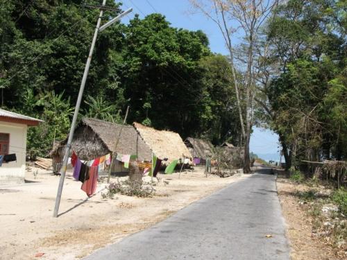 По дороге в сторну лагеря слонов