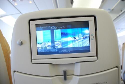 у каждого пассажира свой экранчик: огромный выбор фильмов, музыки и пр.