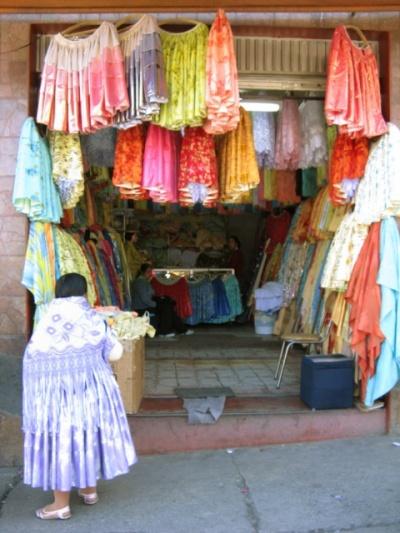 юбки обязательны для всех настоящих боливиек
