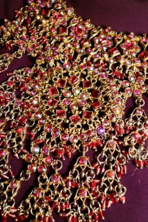 Поближе одно из ожерелий свадебного набора