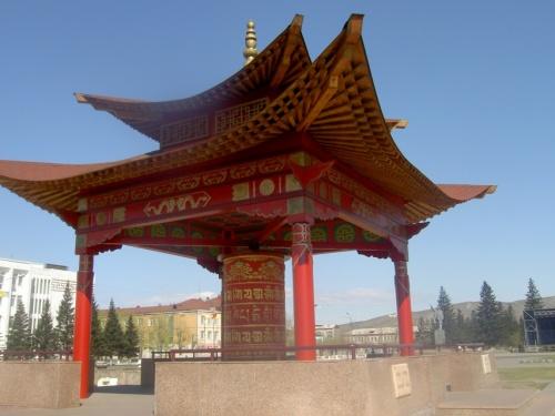 буддийское молитвенное колесо в центре Кызыла