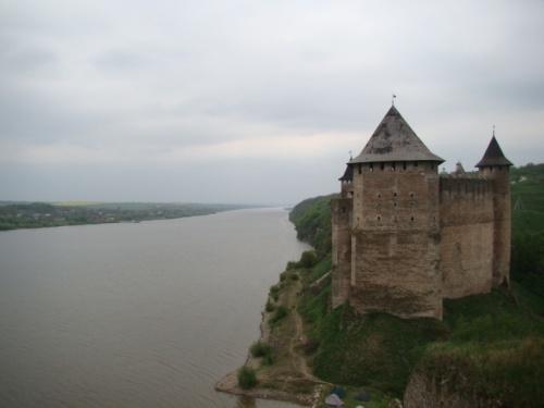 Хотинская крепость стоит на берегу Днестра