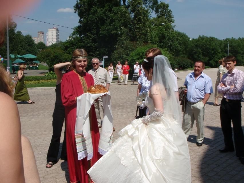 Мед на свадьбе при встрече молодых