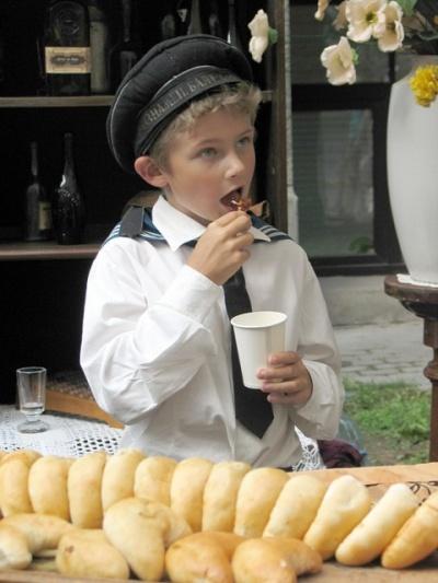 Будущий горячий латышский парень-лапочка.