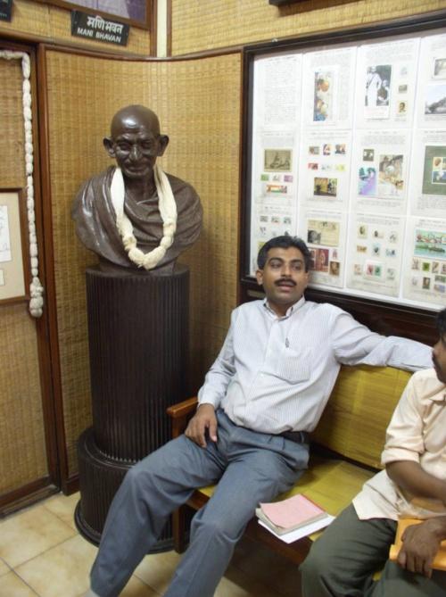 Бюст в доме-музее в Мумбае, опять-таки