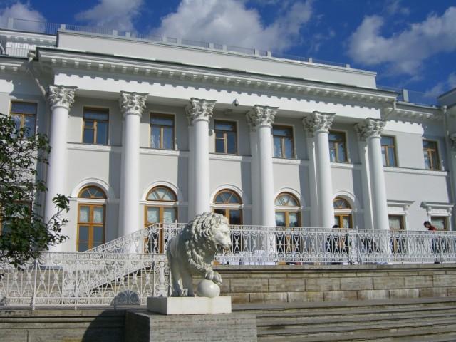 Елагинский дворец, который был построен в XVIII веке