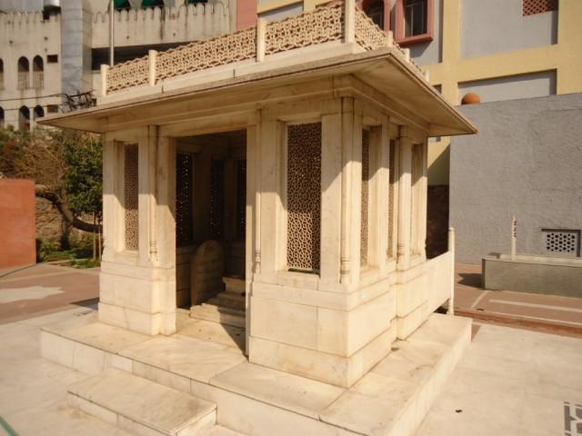 мавзолей Мирзы Галиба в Низамуддине