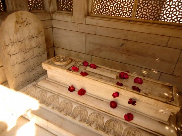 мавзолей Мирзы Галиба в Низамудине