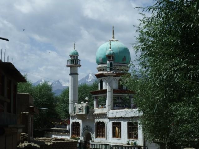Мечеть в Ле, слева от Королевского дворца