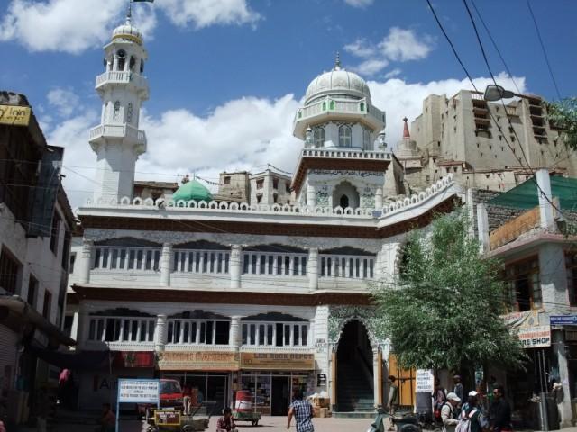 Мечеть в Ле на центральной площади