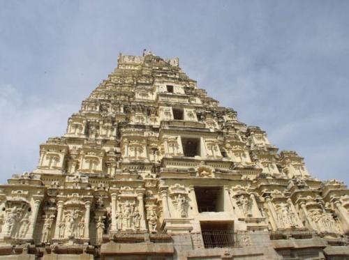Вирупакша - единственный храм в Хампи, действующий до сих пор