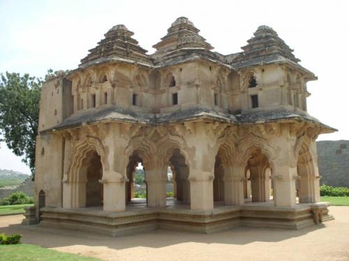 великолепный дворец Лотос-Махал