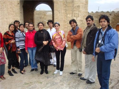 до концерта группа посетила Атешгах, место где жили Индийские огнипоклонники до 18-го века