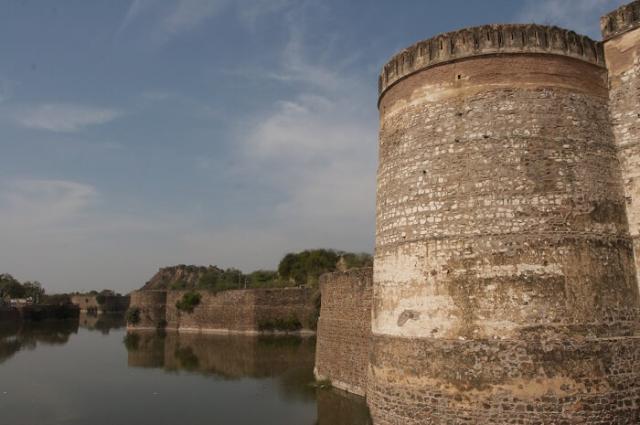 Стены форта Лохагарх
