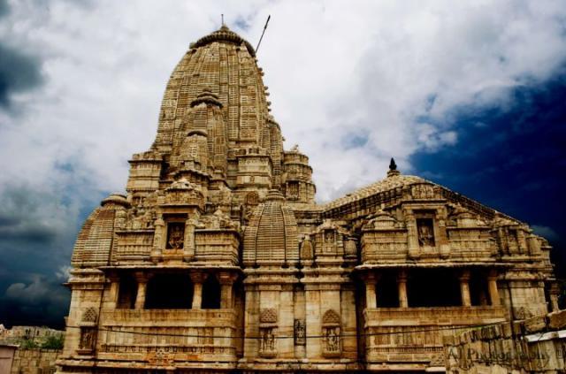Храм Миры