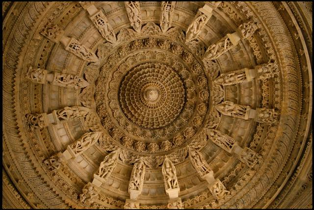 Резьба по камню в храме Дилвара