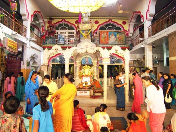 В храме Мата Мандир в Амритсаре