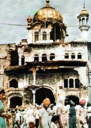 Разрушенный индийскими военными храм Акал Такхат