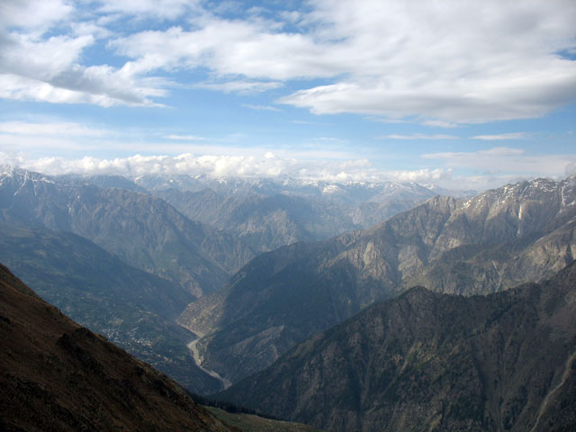 Вид на долину Киннор с перевала Шивалинг Ла