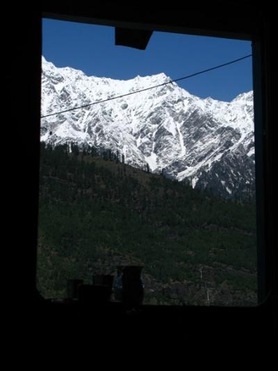 Вид из окна гостиницы в Васиште