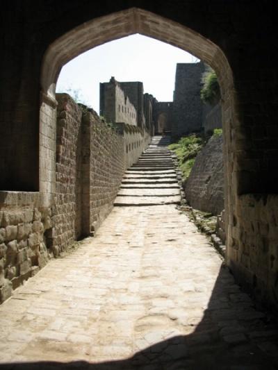 Внутри кангрского форта