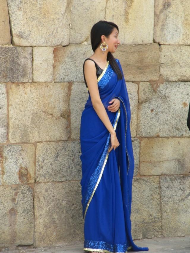 очень понравилась девушка в синем сари
