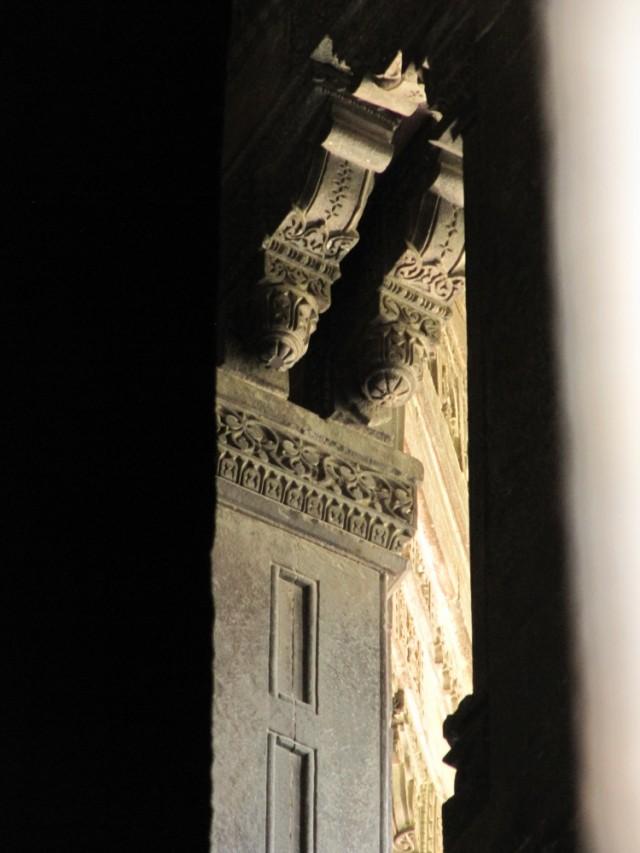 узкая лестница на 2-й этаж мечети(закрыто для посещения)