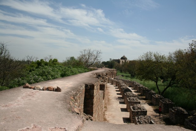 стена форта постепенно обваливается...